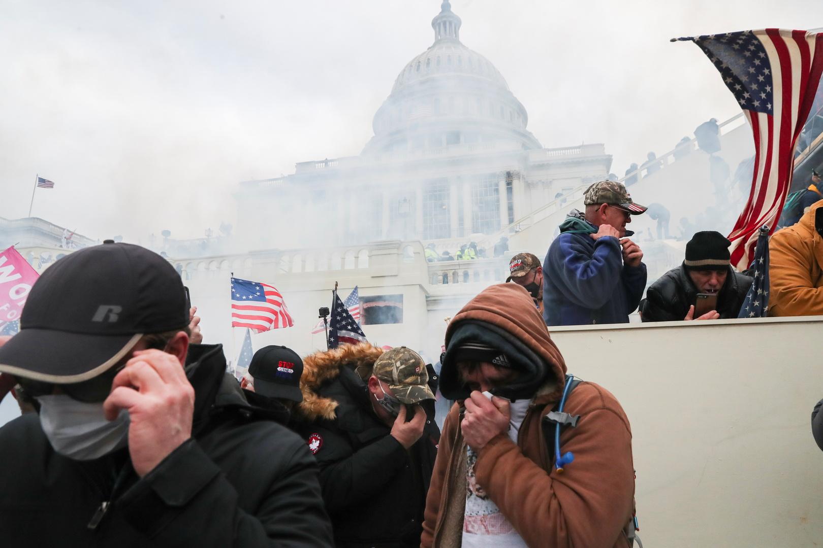 الداخلية الأمريكية ترسل تعزيزات إضافية إلى مبنى الكابيتول للسيطرة على العنف