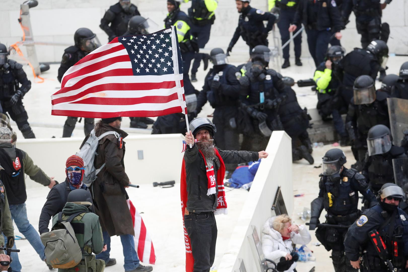 مراسلنا: عمدة واشنطن توسع حالة الطوارئ لأسبوعين وهي المدة المتبقية للرئيس ترامب في الحكم