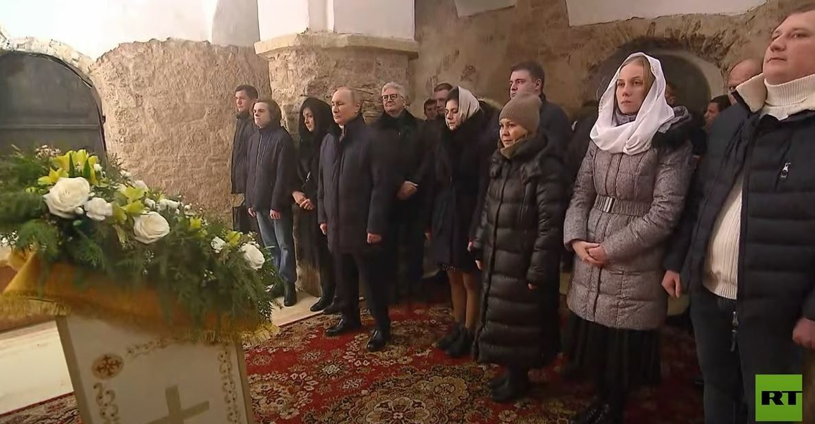الرئيس فلاديمير بوتين يحضر قداس عيد الميلاد في أحد أقدم الكنائس