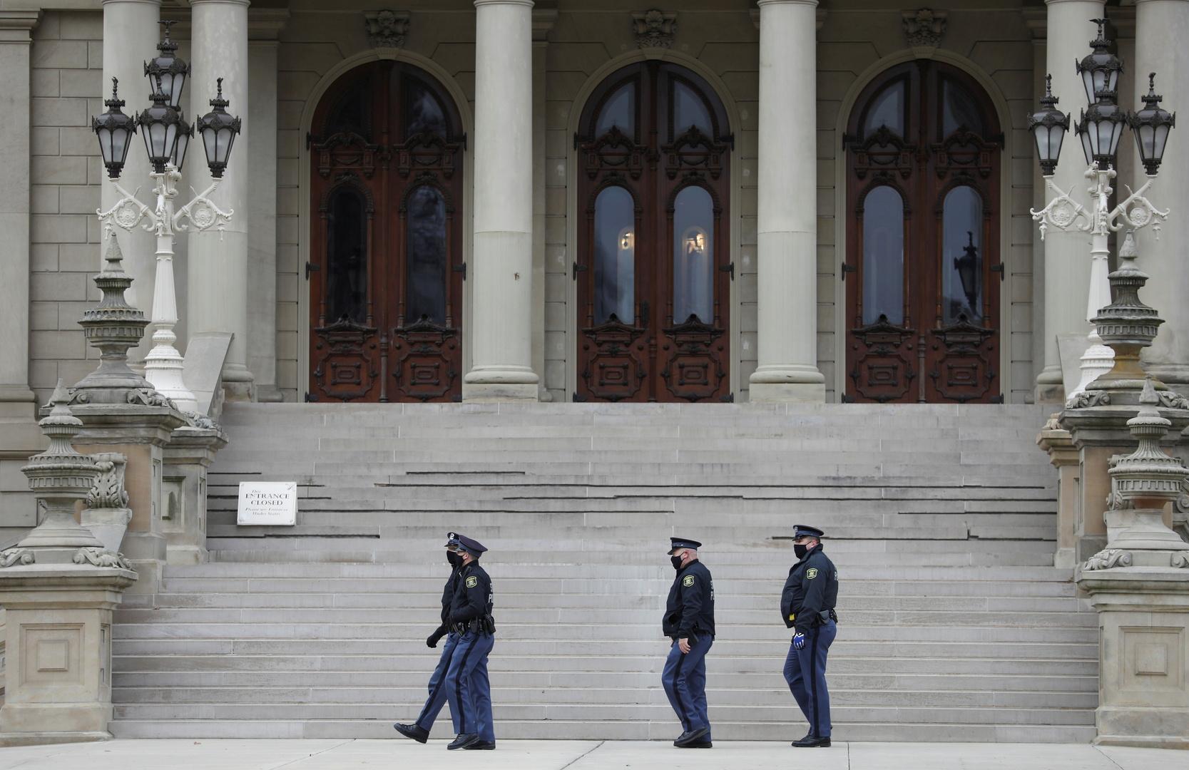 الشرطة الأمريكية تغلق مؤقتا مبنى كابيتول ميشيغان بسبب بلاغ عن تهديد وقوع انفجار