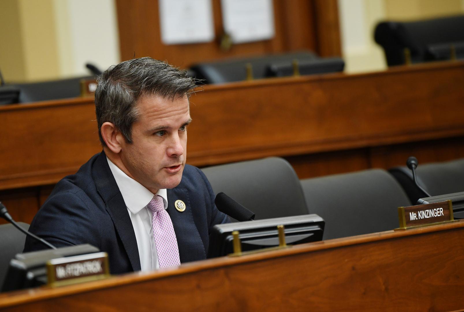 نائب جمهوري في الكونغرس يدعو لإقصاء ترامب من السلطة