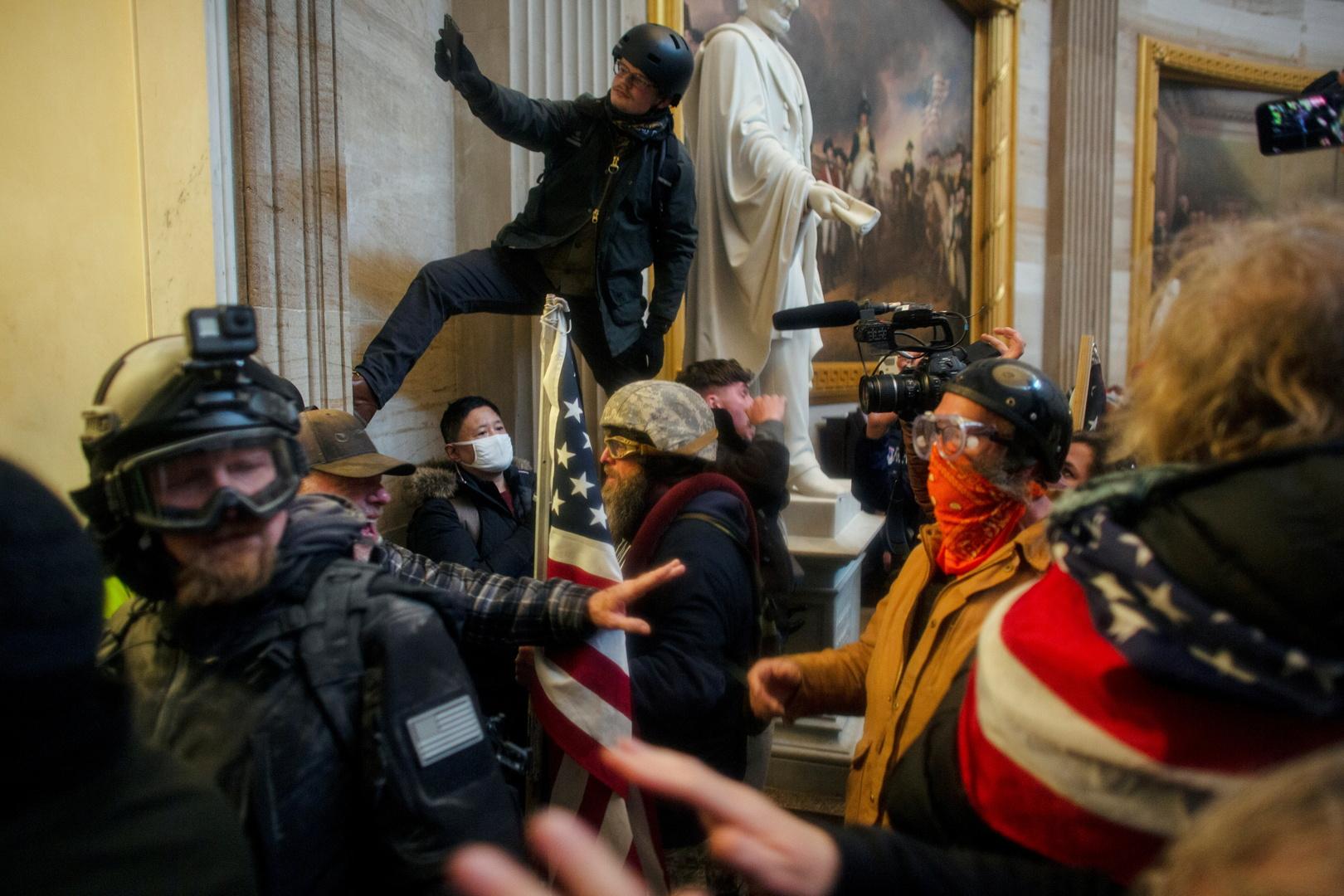 اقتحام الكونغرس الأمريكي.. توجيه اتهامات إلى 40 شخصا على خلفية الاضطرابات