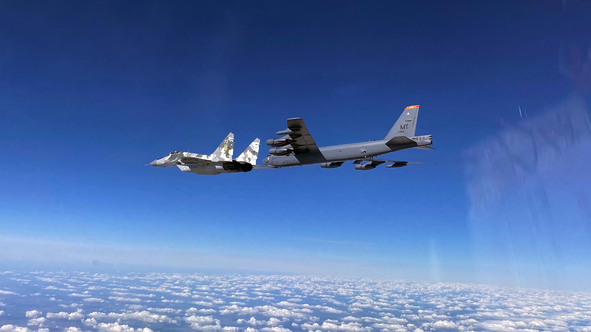 الجيش الأمريكي يرسل قاذفتين من طراز B-52 إلى الشرق الأوسط