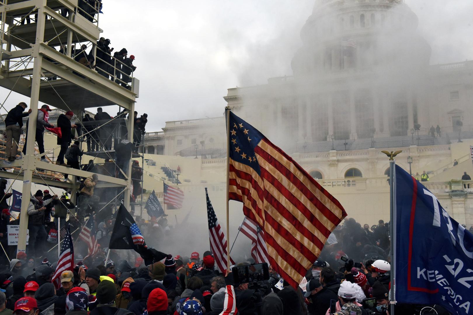 استقالات المسؤولين الأمريكيين مستمرة في أعقاب اقتحام مبنى الكابيتول