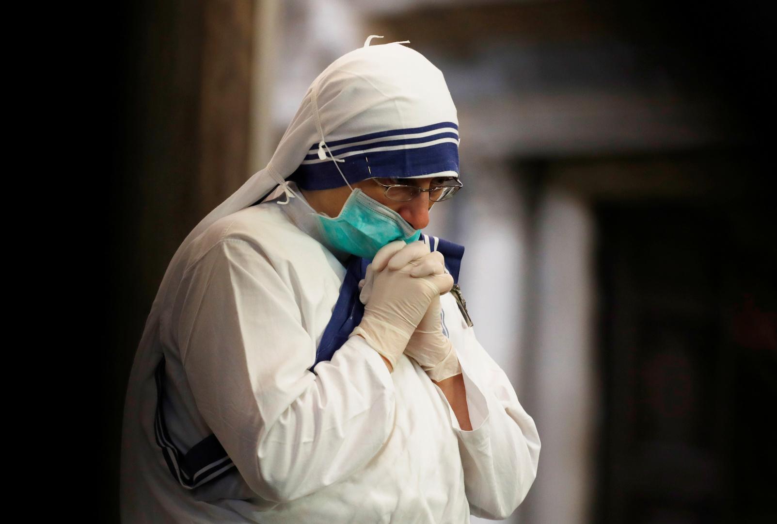 انهيار أرضية موقف سيارات مستشفى بنابولي الإيطالية