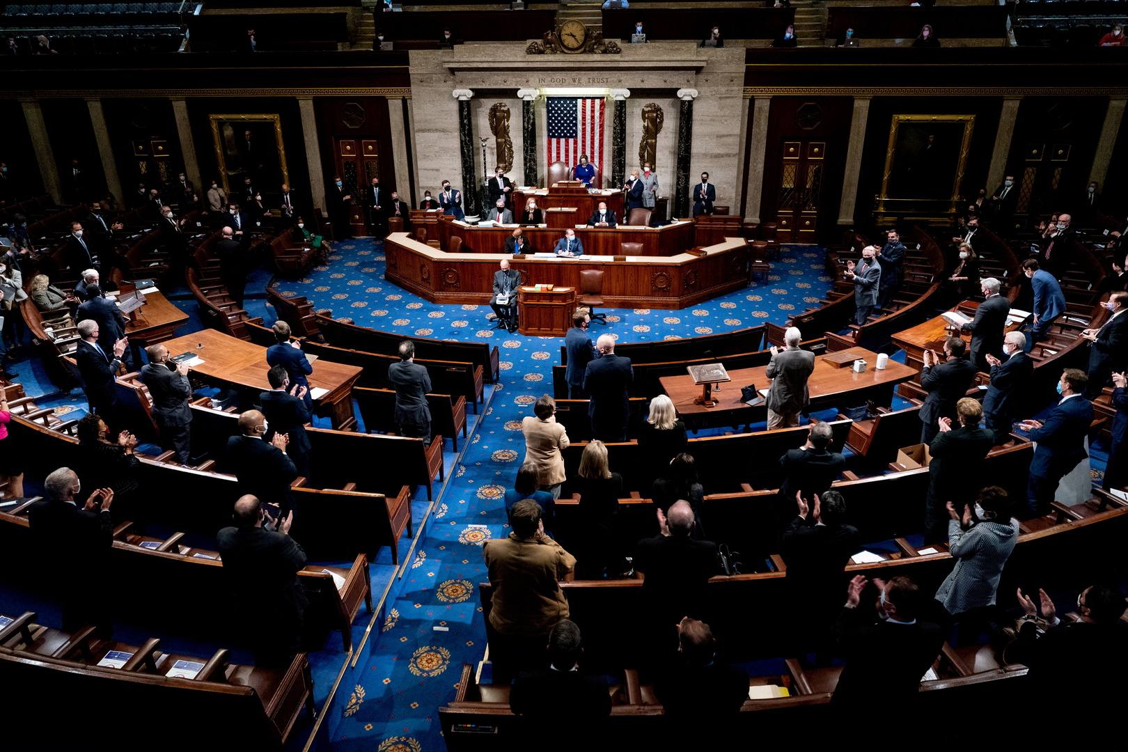 ديمقراطيون في مجلس النواب الأمريكي: مستعدون للمضي قدما في إجراءات عزل ترامب