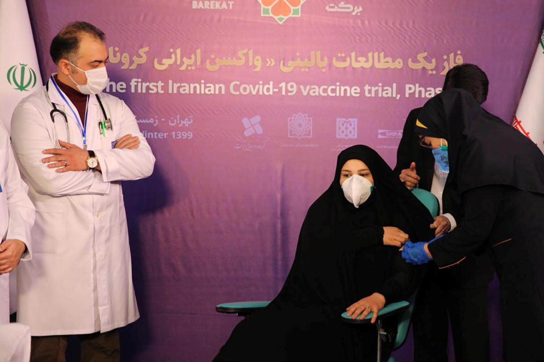 الهلال الأحمر الإيراني يلغي قرار استيراد 150 ألف جرعة من لقاح