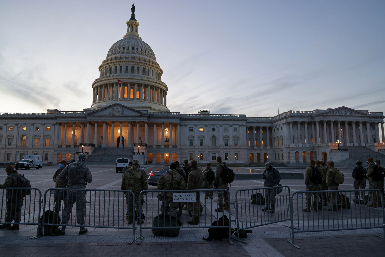 أكثر من 200 مشرع في الكونغرس الأمريكي يدعمون عزل ترامب عن السلطة