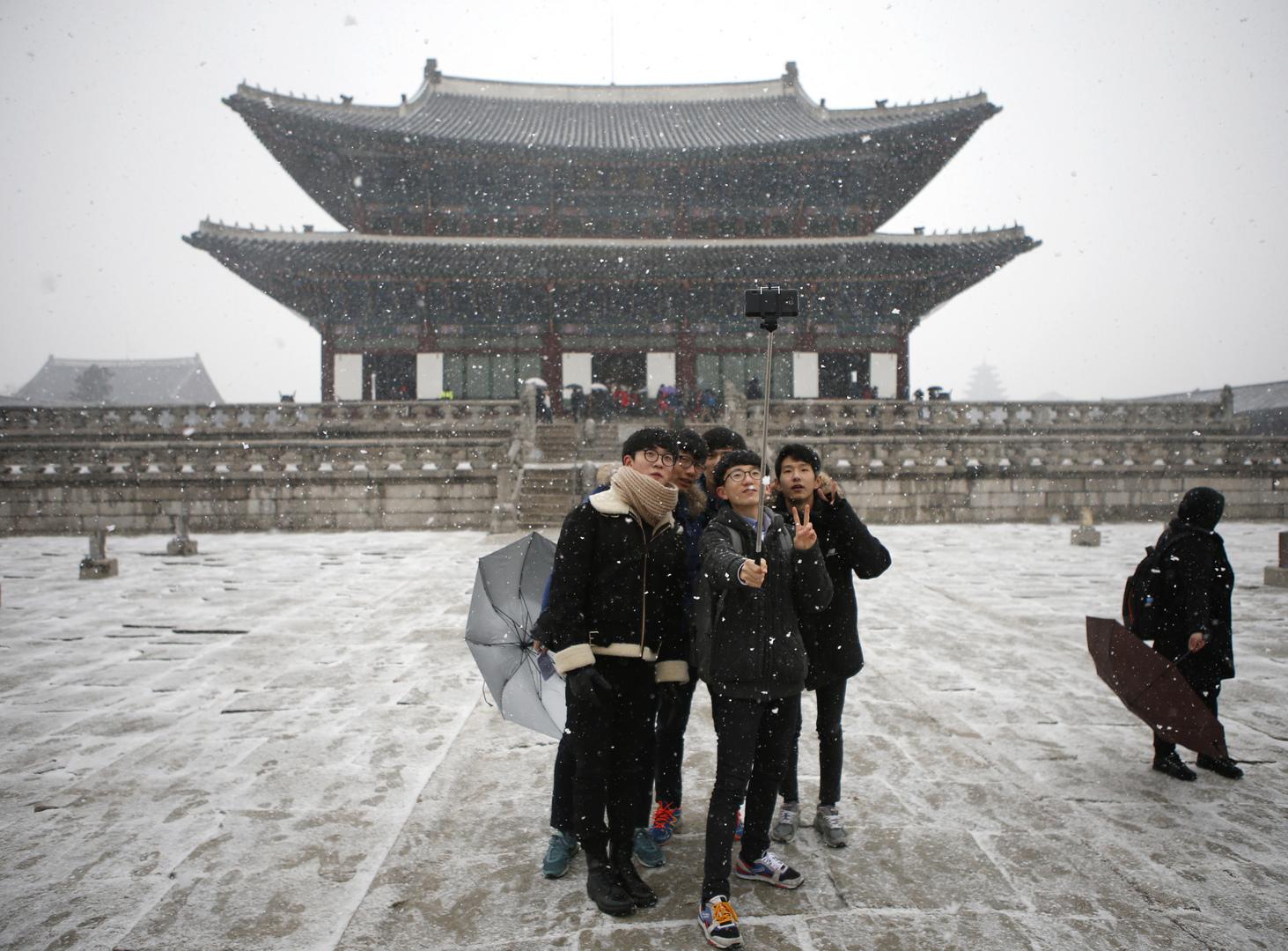 موجة من البرد القارس تعصف بالعاصمة سيئول وكامل كوريا الجنوبية مصحوبة بعواصف ثلجية