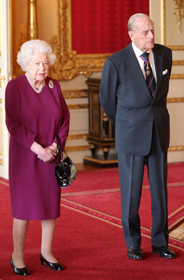 الملكة إليزابيث وزوجها يتلقيان لقاحا ضد كورونا