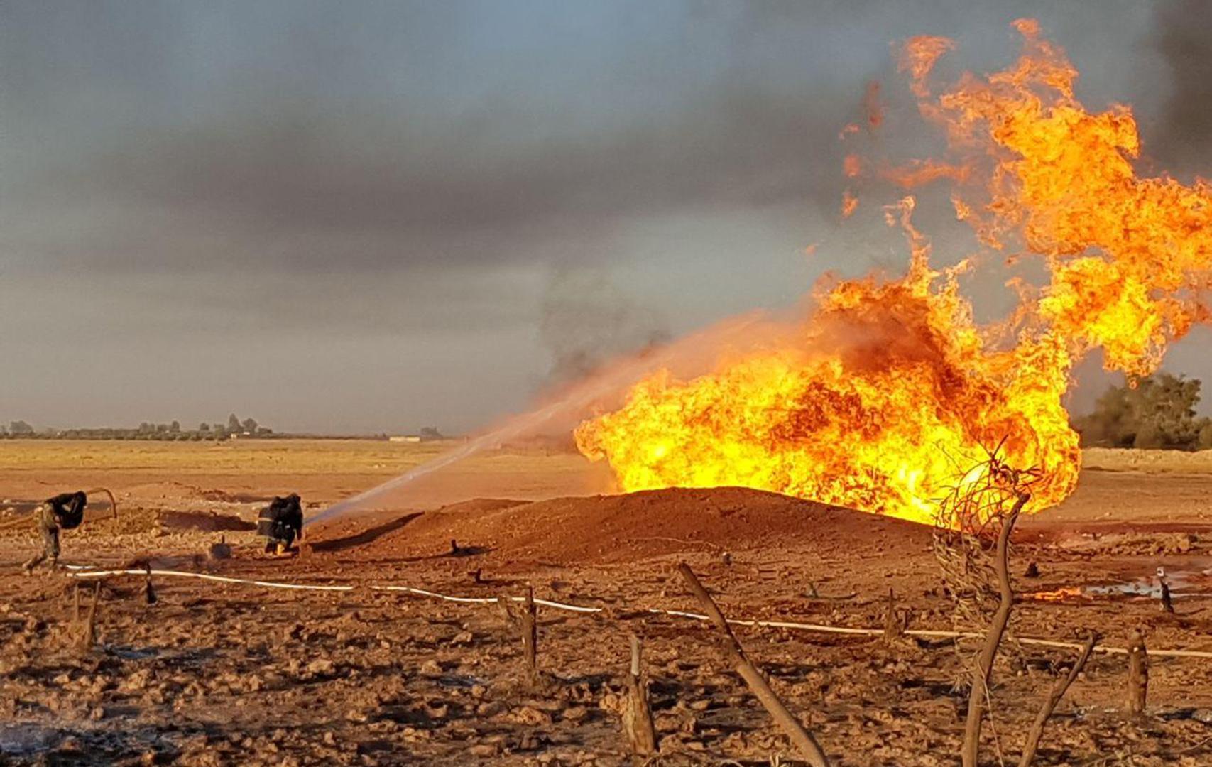 نشطاء سوريون: طيران مسير مجهول يقصف منشأة نفطية قرب الحدود مع تركيا