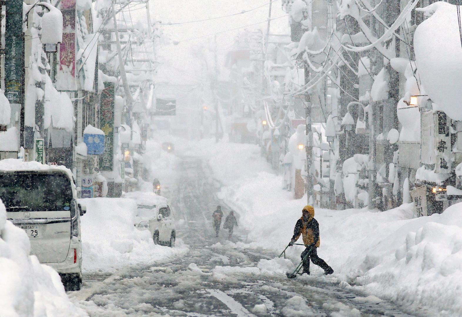 موجة ثلوج كثيفة تضرب اليابان (فيديو+ صور)