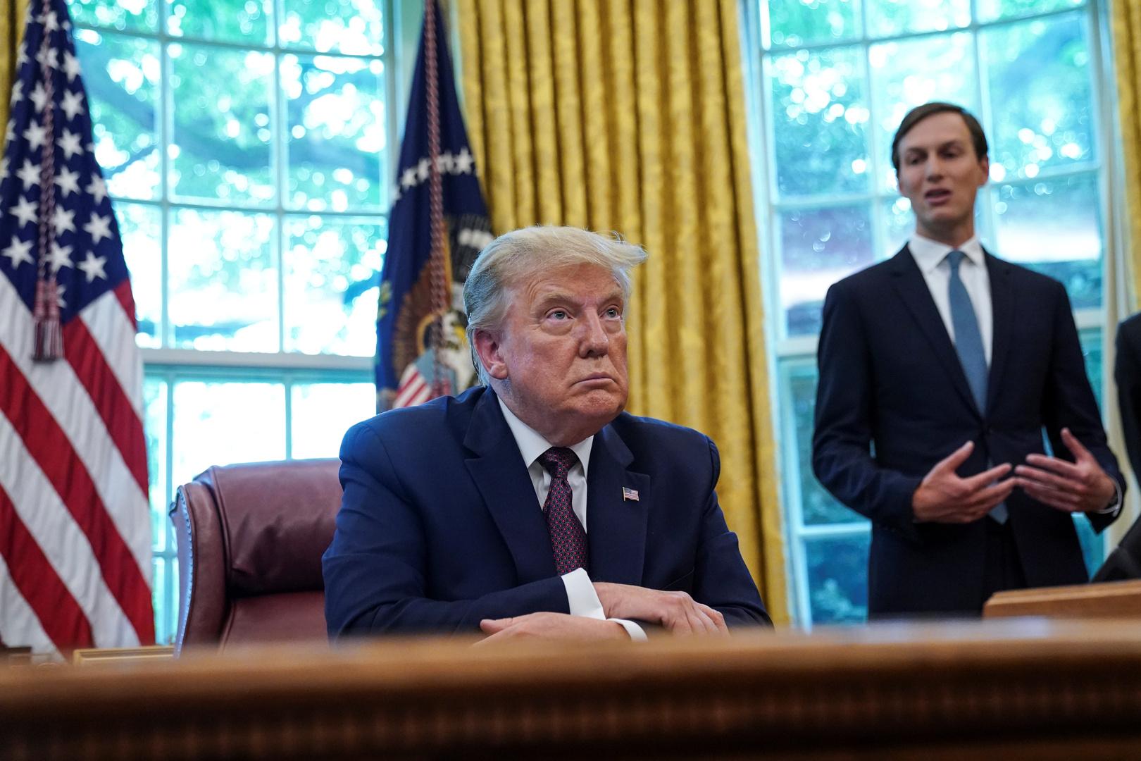 الرئيس الأمريكي، دونالد ترامب، وكبير مستشاريه وصهره، جاريد كوشنير.