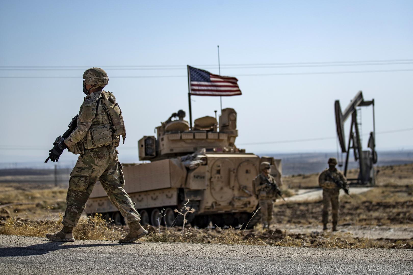 سانا: الجيش الأمريكي يخرج شاحنات محملة بحبوب