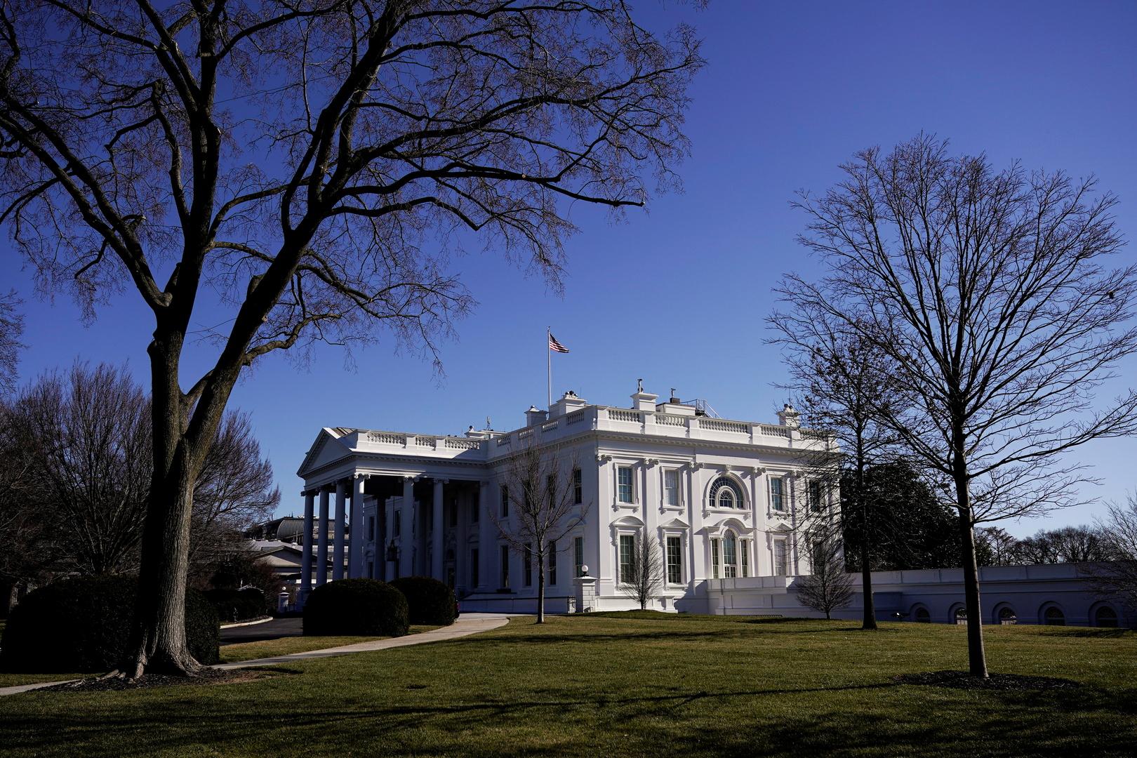 البيت الأبيض تحت الضغوط ينكس علمه حدادا على وفاة عنصرين من شرطة الكابيتول