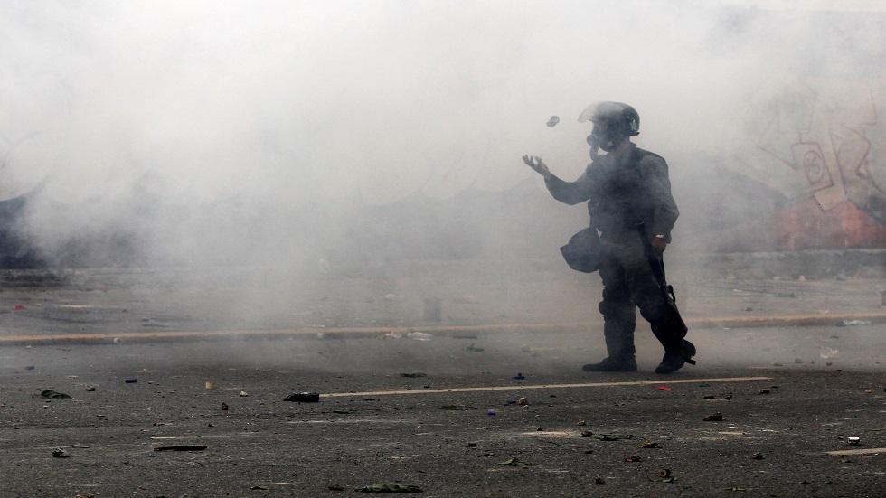 نشطاء: مقتل أكثر من 23 شخصا في اشتباكات بين عصابات والشرطة في كراكاس
