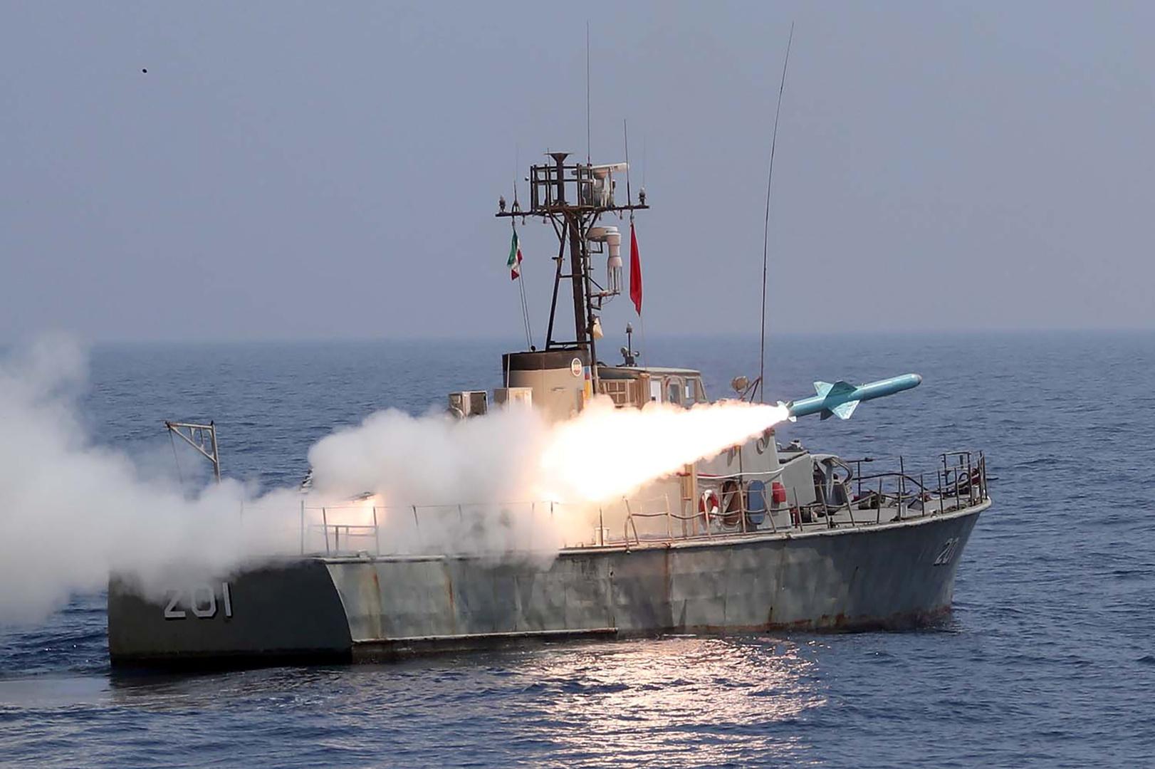 الجيش الإيراني يجري