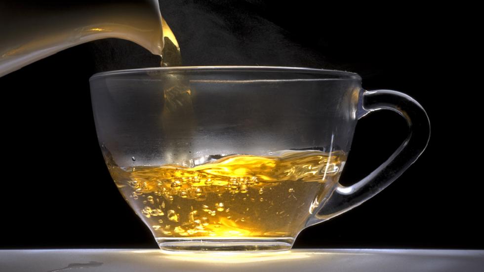 دراسة: شرب كوبين فقط من شاي صيني يوميا قد يساعد على حرق الدهون أثناء النوم