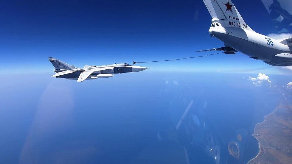 على ارتفاعات وسرعات عالية..قاذفات ومقاتلات روسية تنفذ مناورات دقيقة للتزود بالوقود جوا (فيديو)