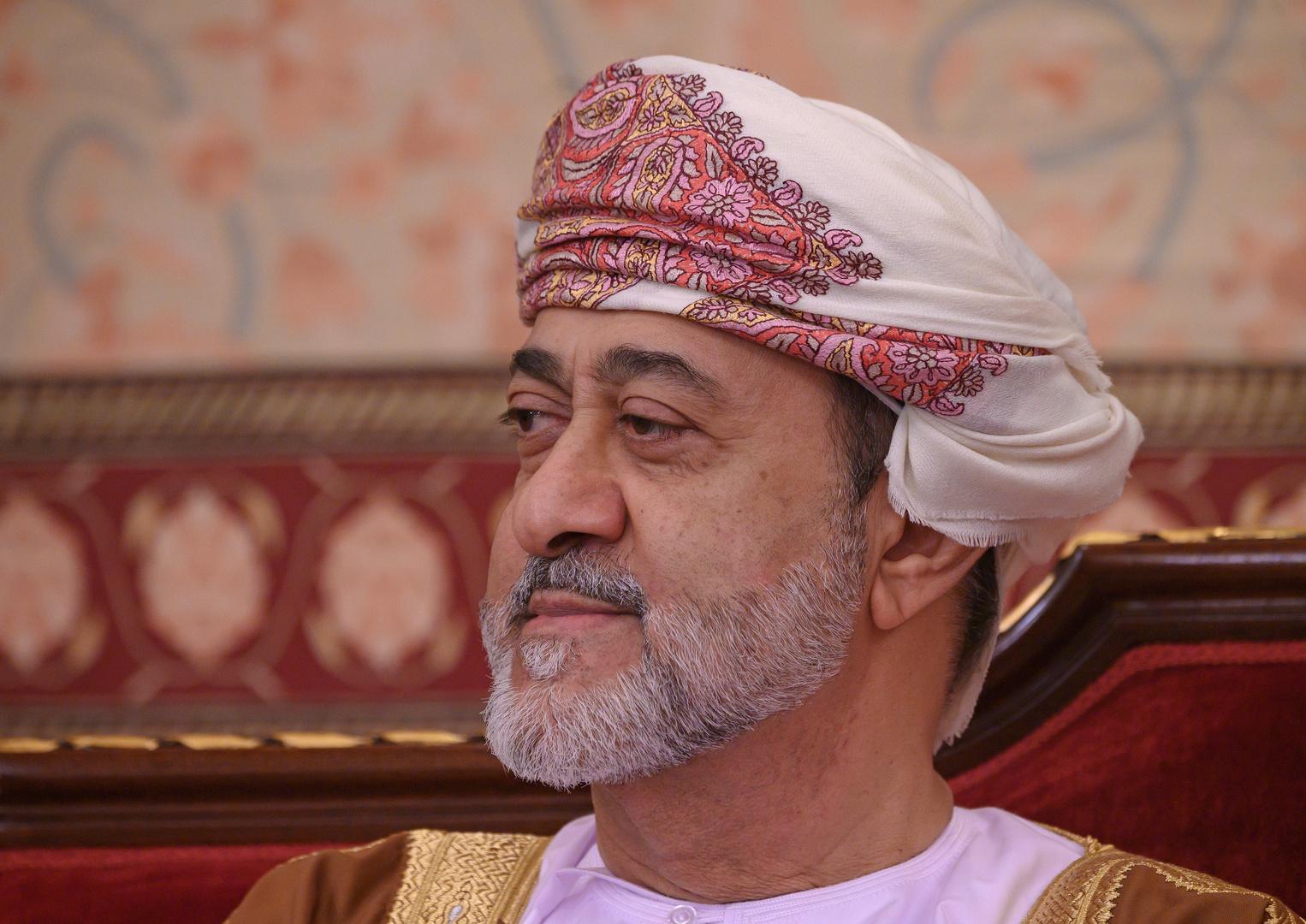 سلطان عمان يصدر مرسومين جديدين حول السلطة وانتقالها في البلاد