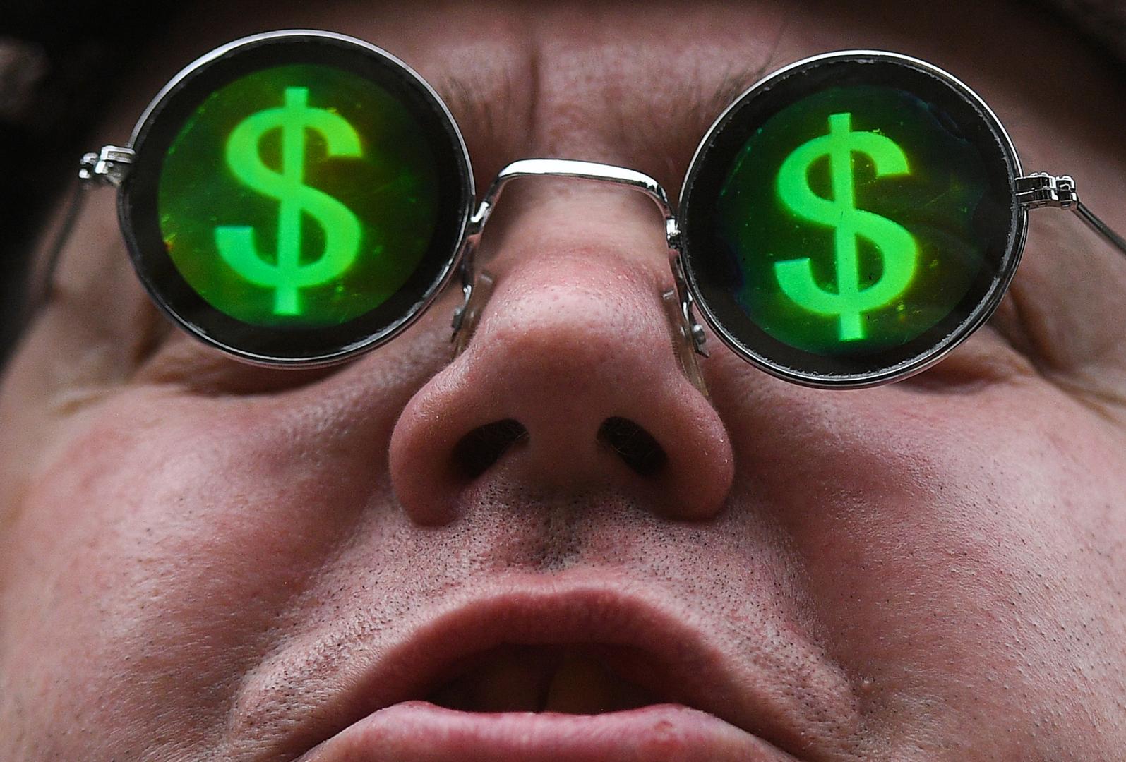 الروبل الروسي يصعد أمام الدولار واليورو