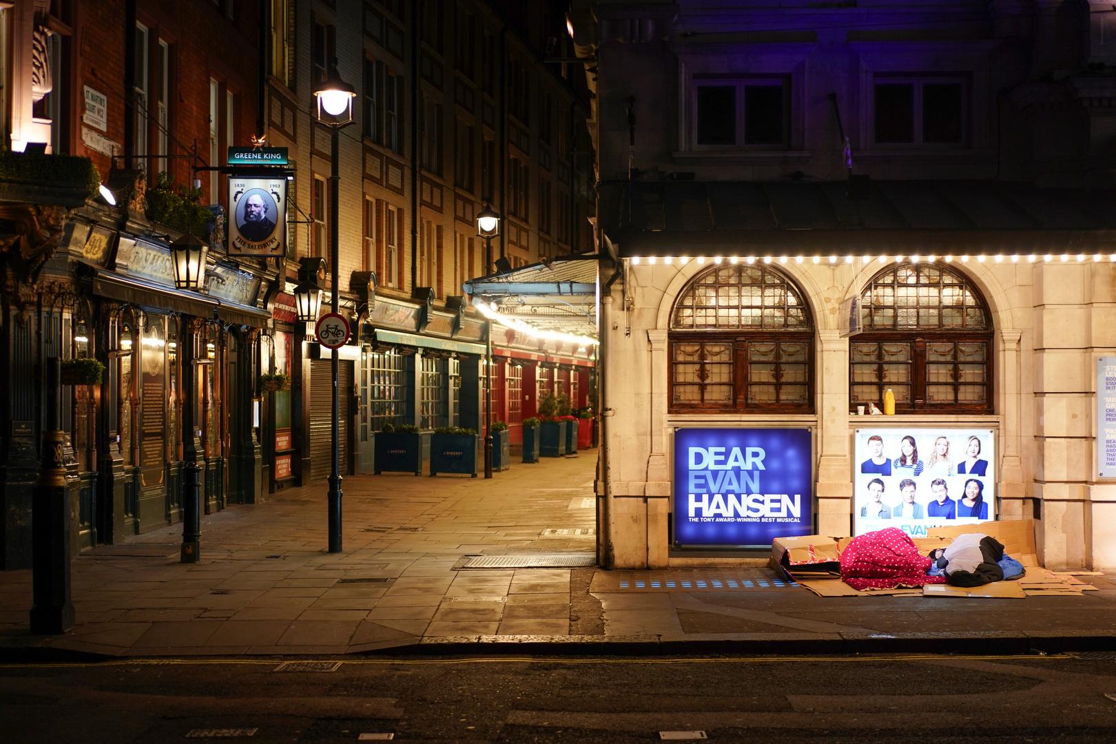 مشردون ينامون في شوارع لندن