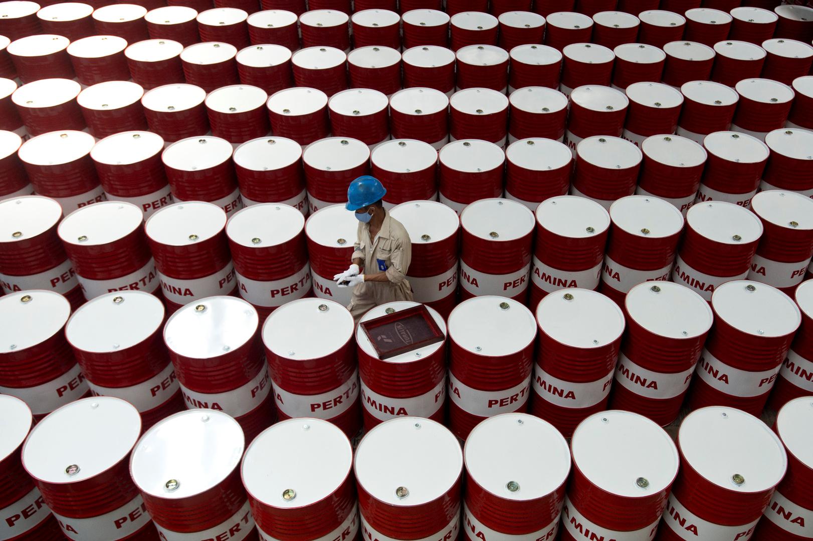 ارتفاع أسعار النفط وسط توقعات بشأن مخزون الخام الأمريكي