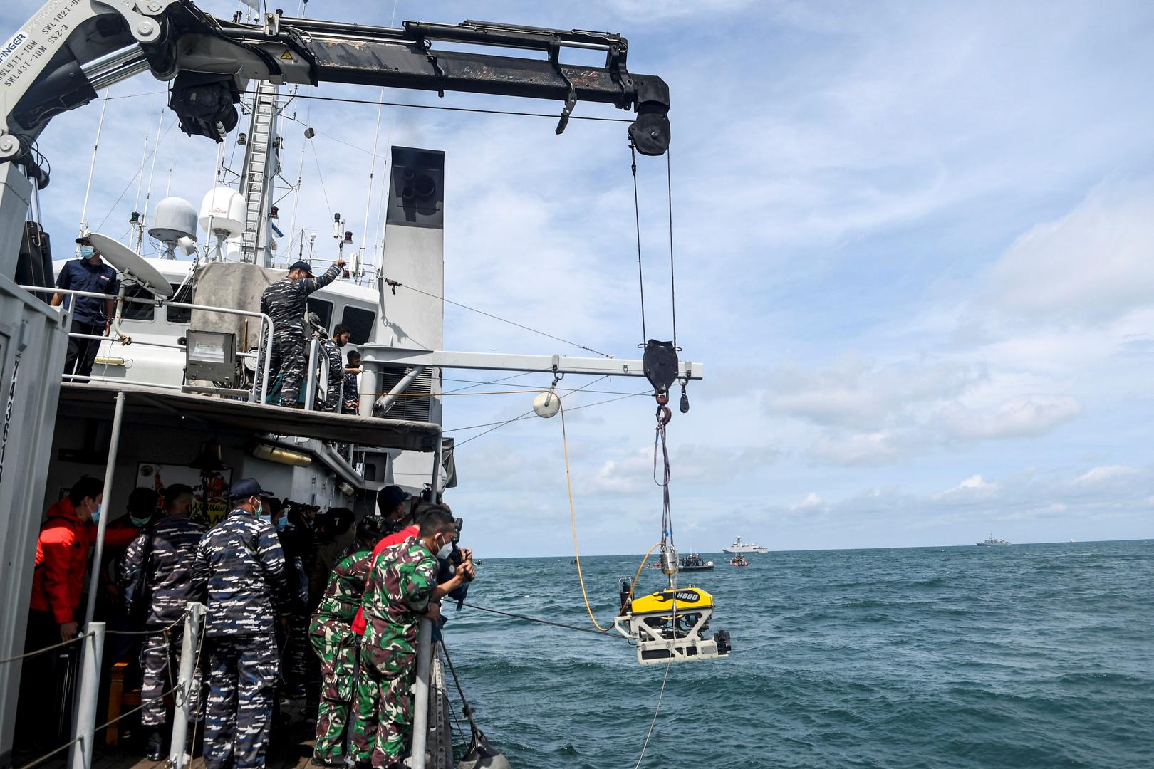عملية إنقاذ بعد تحطم الطائرة الإندونيسية من طراز