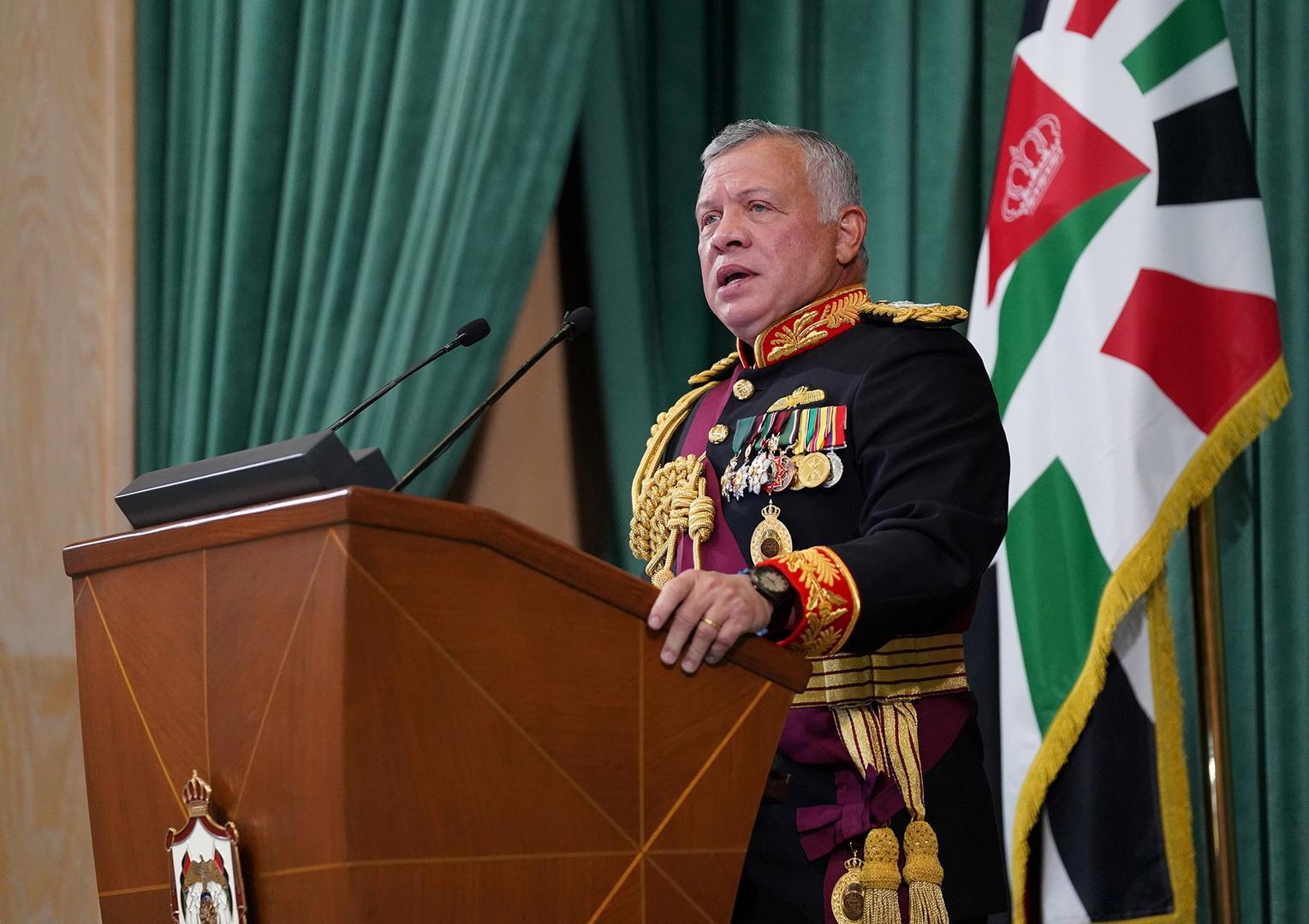الملك الأردني يوجه الحكومة إلى فتح المدارس والقطاعات