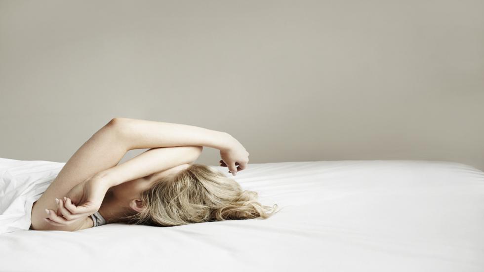 علماء يزعمون اكتشاف أن النوم تطور قبل الأدمغة!
