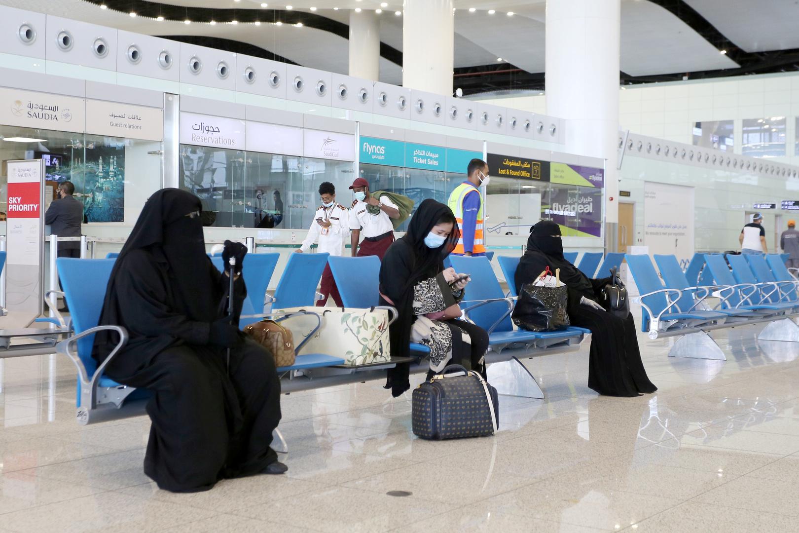مصادر: السعودية تعلق خطط تمويل توسعة مطار الرياض