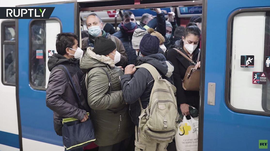 بالفيديو.. ازدحام غير مسبوق في زمن كورونا في مترو أنفاق مدريد