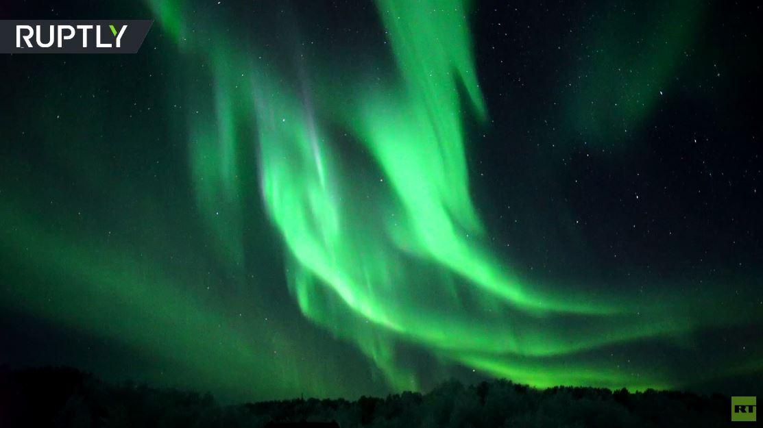 مشاهد رائعة تسحر الأنظار للشفق القطبي في مورمانسك الروسية