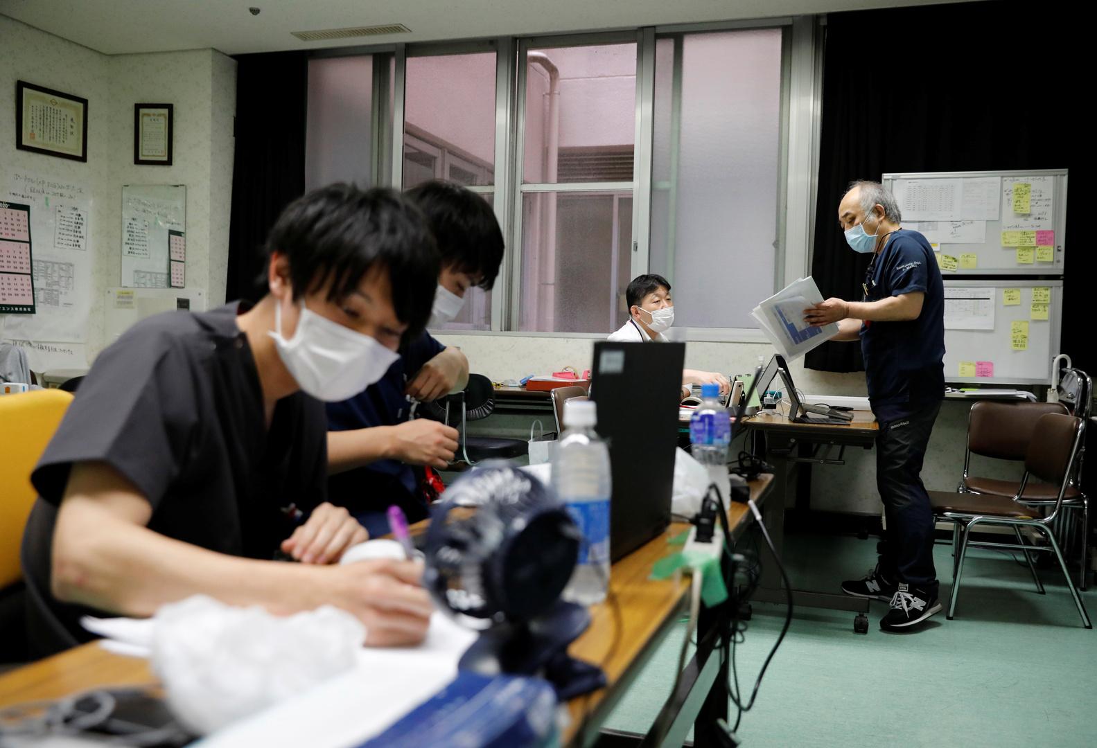 طاقم طبي في مستشفى سيبو في يوكوهاما، أرشيف