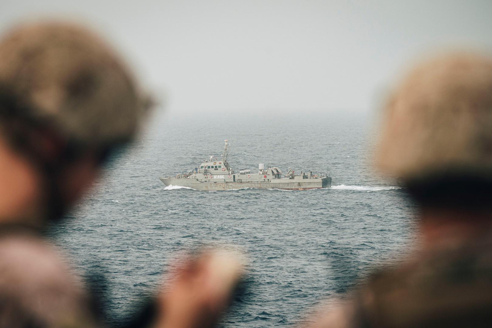 إيران تعلن تسيير دوريات في البحر الأحمر لحماية سفنها التجارية