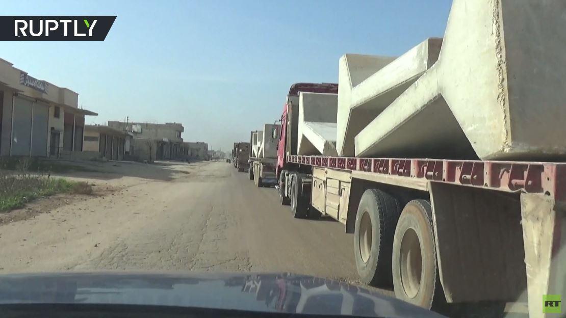 بالفيديو.. انسحاب القوات التركية من نقطة المراقبة بتل طوقان في سوريا بمرافقة الشرطة الروسية