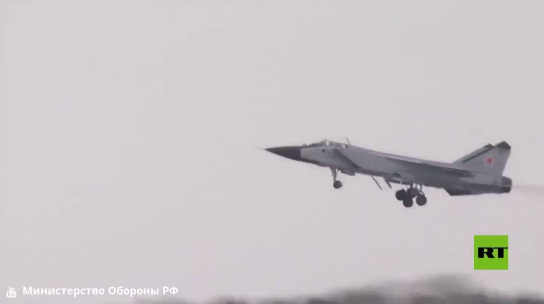 تدريبات طواقم مقاتلات ميغ-31 في إقليم بيرم الروسي