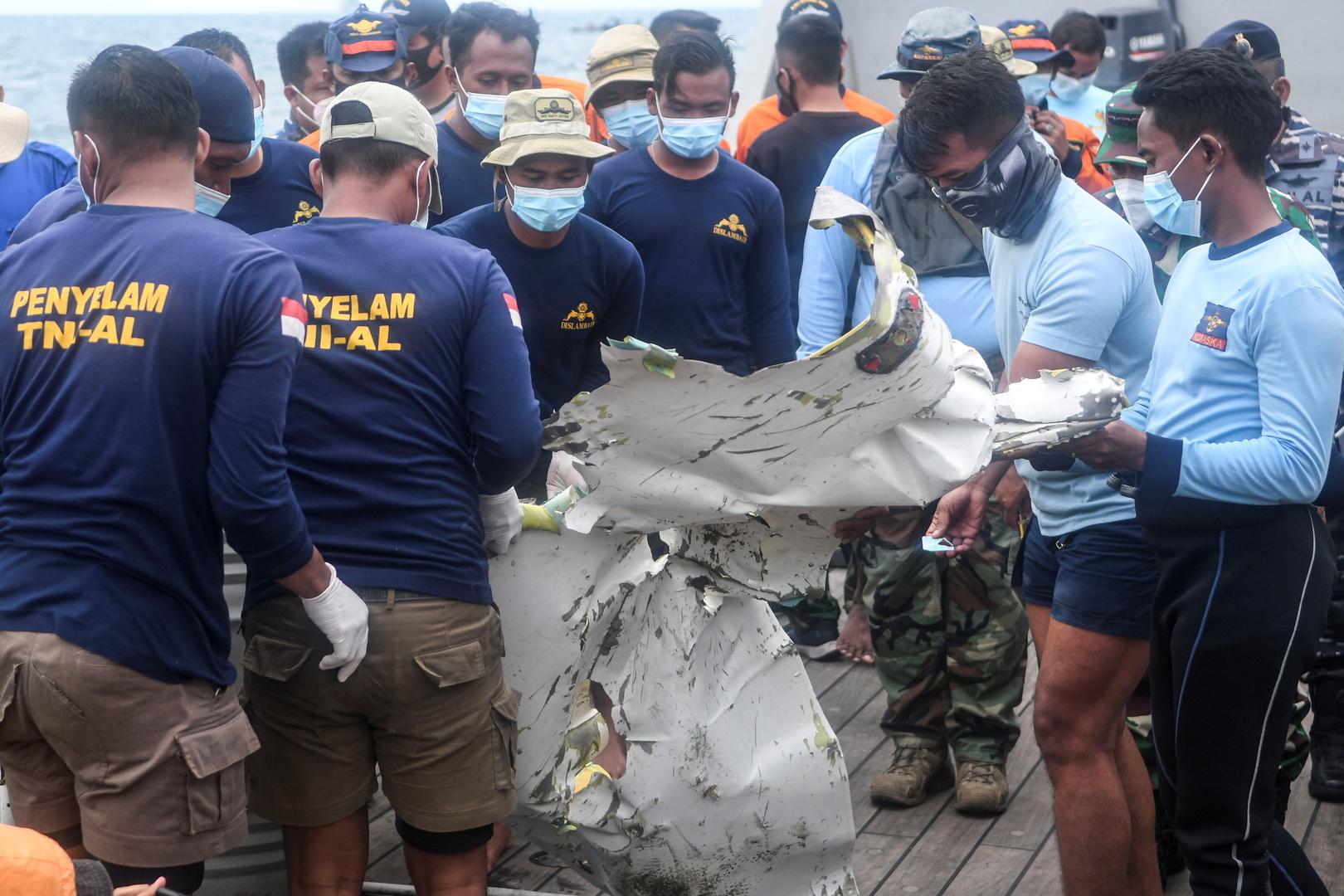 إندونيسيا تستأنف البحث عن الضحايا والصندوق الأسود للطائرة المنكوبة