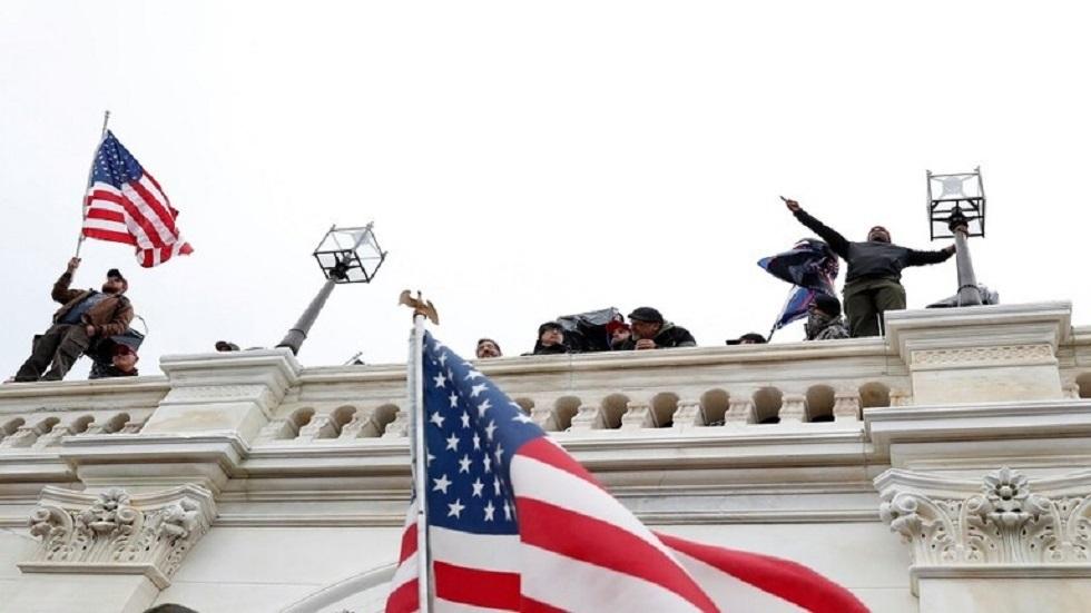 أمريكيون اقتحموا مبنى الكونغرس - أرشيف