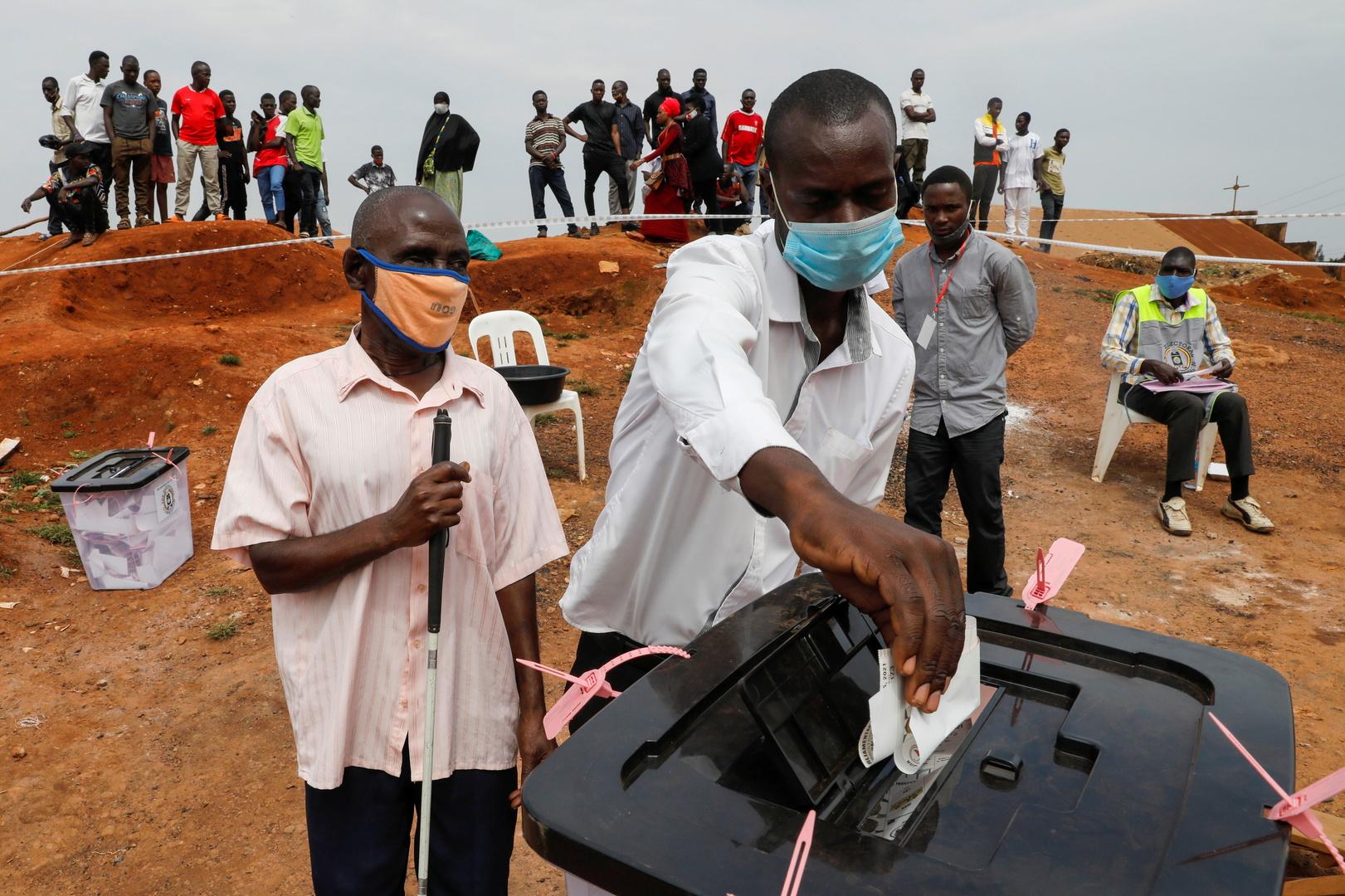 أوغندا.. مرشح المعارضة يعلن فوزه بالرئاسة ويزعم حصول تزوير وعنف