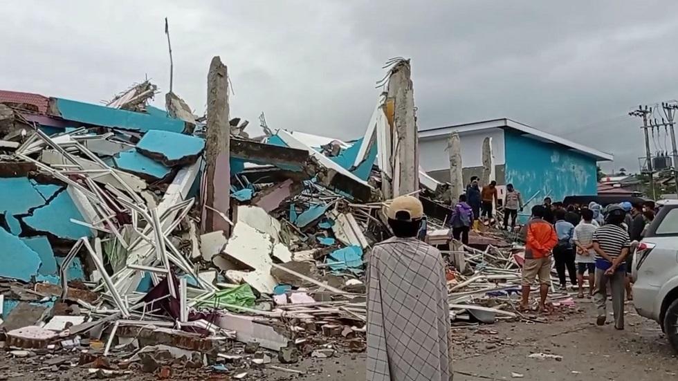 آثار الزلزال الذي ضرب إندونيسيا