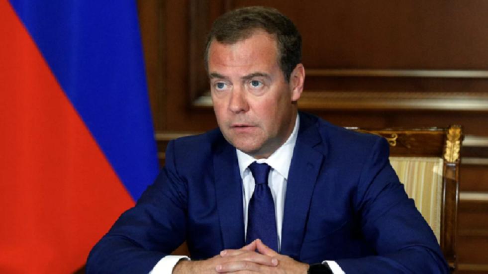 مدفيديف: لا فائدة لروسيا من المشاكل الأمريكية