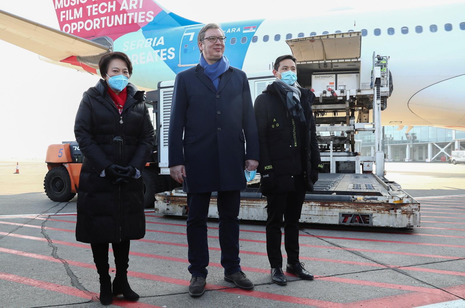 الرئيس الصربي، ألكسندر فوتشيتش، يحضر مراسم استقبال لقاح