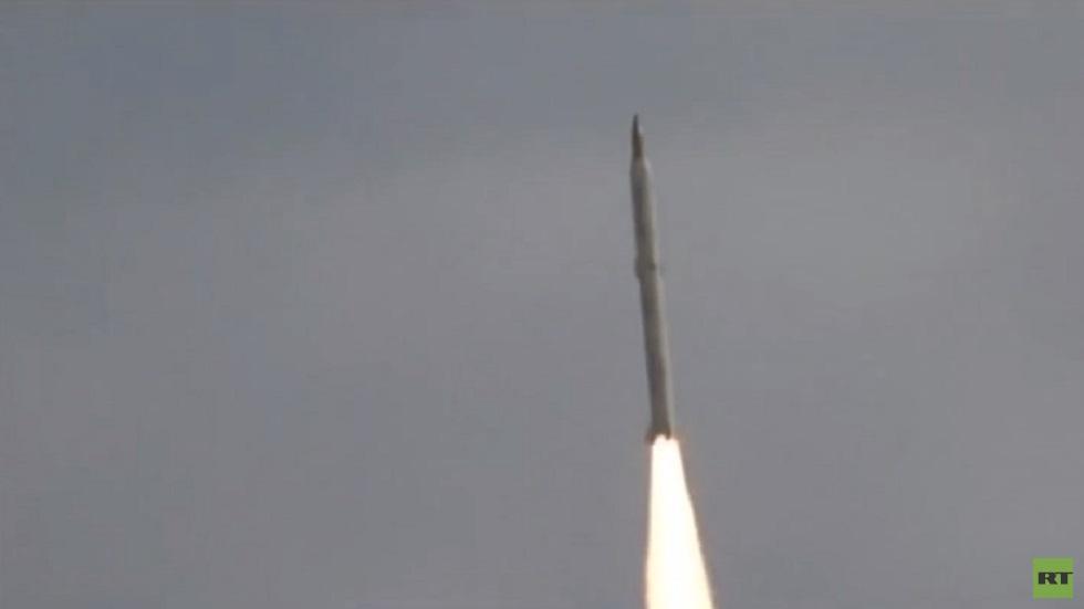 إيران تختبر صواريخ بالستية لليوم الثاني