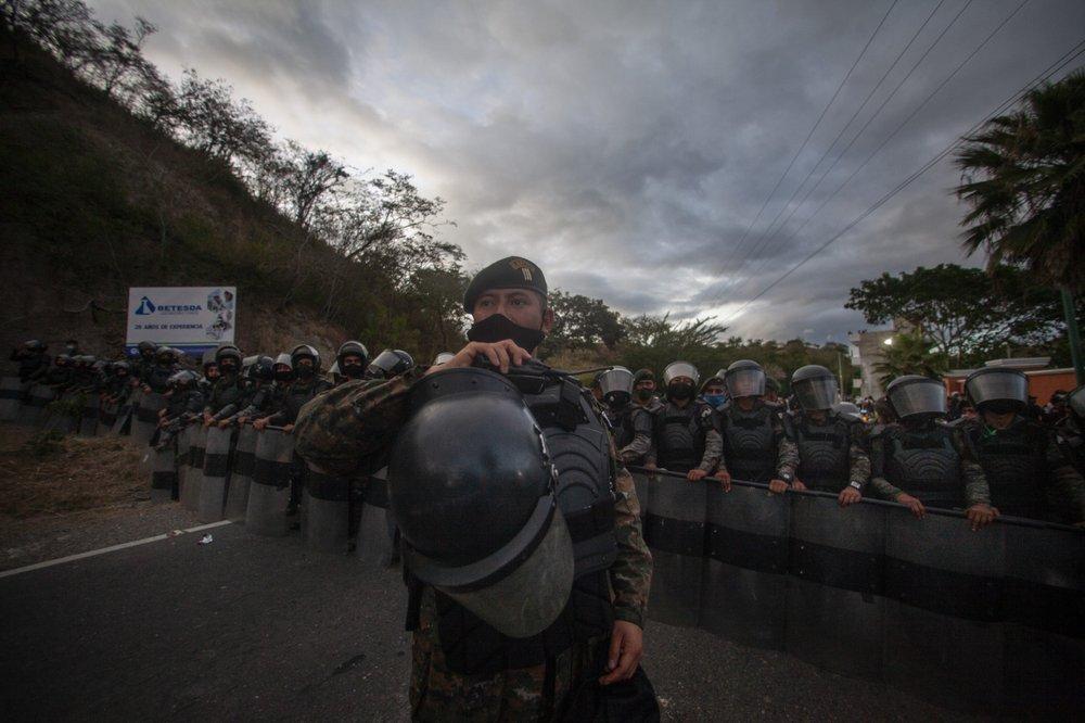 غواتيمالا تحاول سد طريق سيل من الزاحفين نحو الحدود الأمريكية