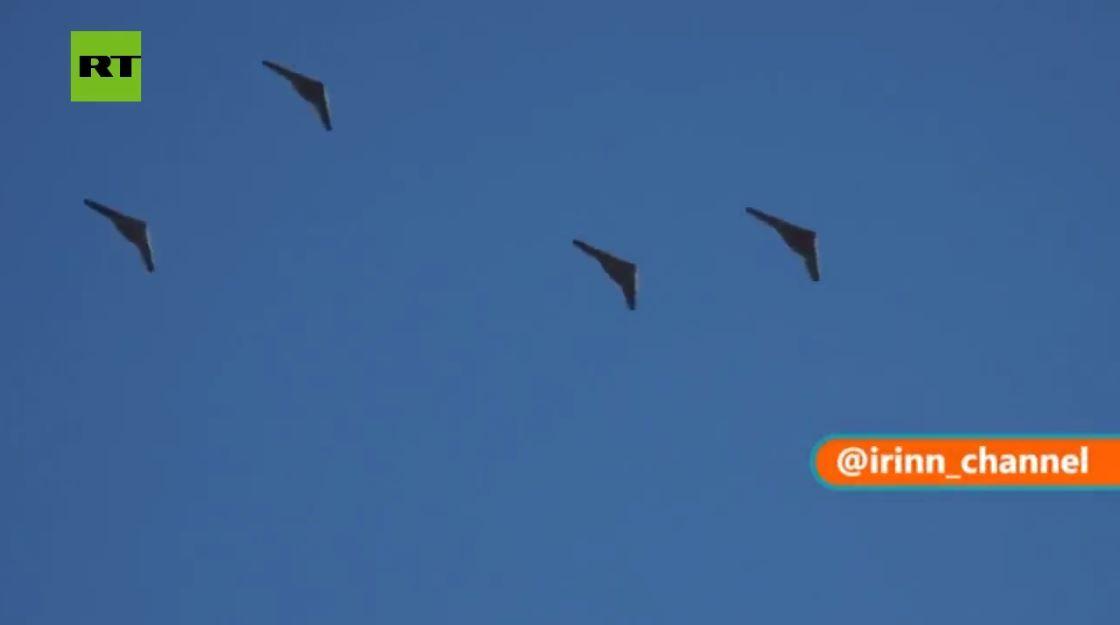 إيران تعرض طائرات شاهد-161 و 141 المسيرة خلال مناوراتها