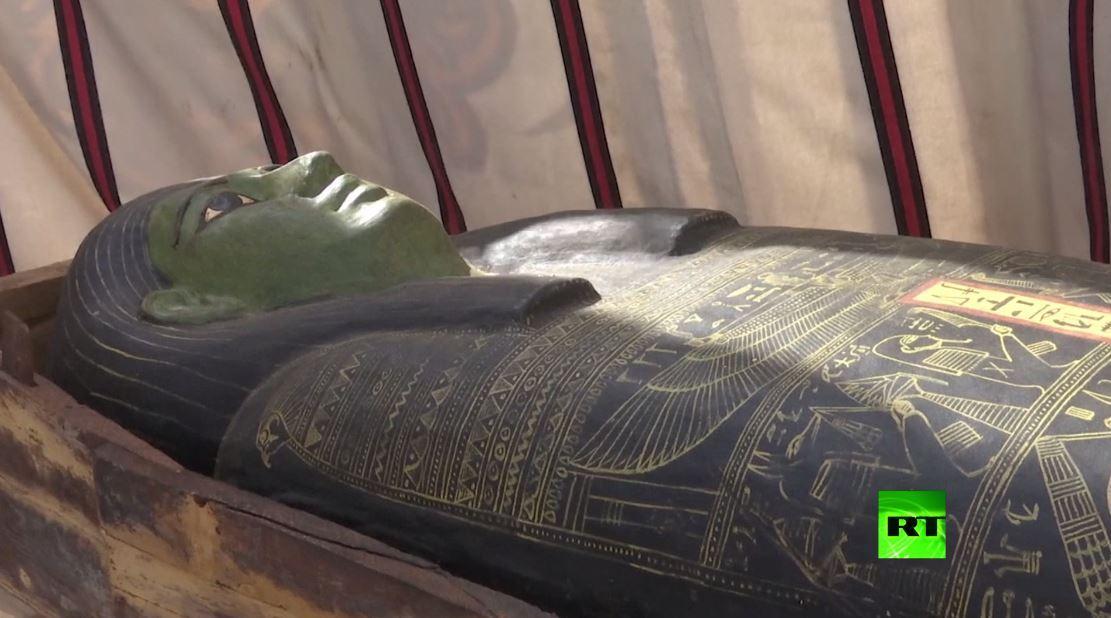 بالفيديو.. اكتشافات أثرية بمنطقة سقارة في مصر تضم معبدا جنائزيا خاصا بالملكة نعرت