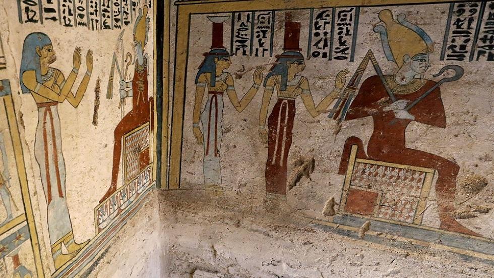 مصر.. عالم آثار يكشف حقيقة
