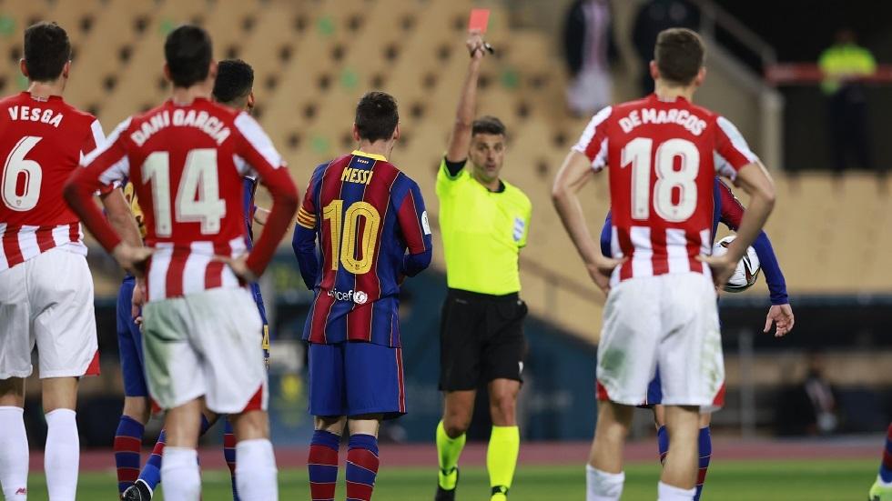 ميسي يتلقى بطاقة حمراء تاريخية ليلة سقوط برشلونة (فيديو)