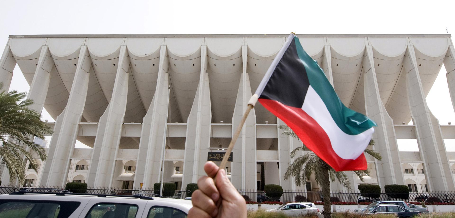 أمير الكويت يقبل استقالة الحكومة ويدعوها لتصريف الأعمال